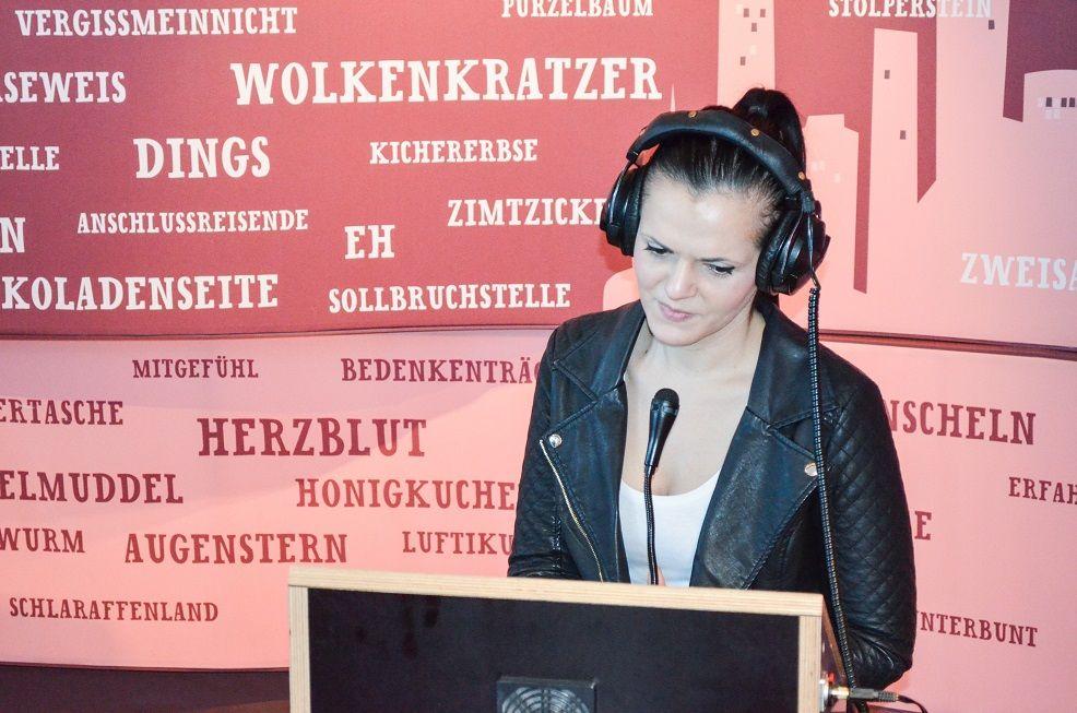 Mit Kopfhörern in der Experimenta Heilbronn
