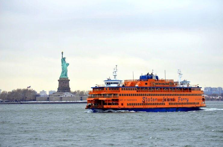 Staten Island Ferry und Freiheitsstatue