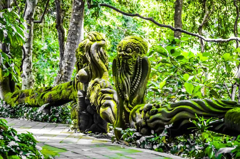Statuen im Monkey Forest auf Bali