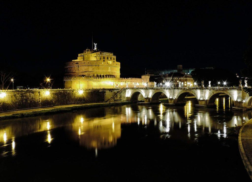 Die Engelsburg in Rom am Tiber