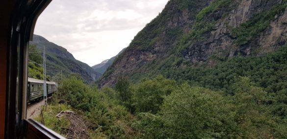 Durch die Berge mit der Flamsbahn