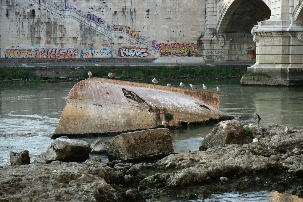 verschmutzter Tiber in Rom