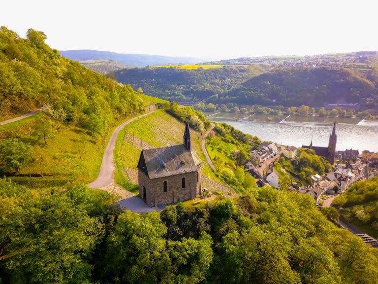 Die Clemenskapelle auf dem Rheinsteig ist ein beliebtes Motiv für Urlaubsfotos