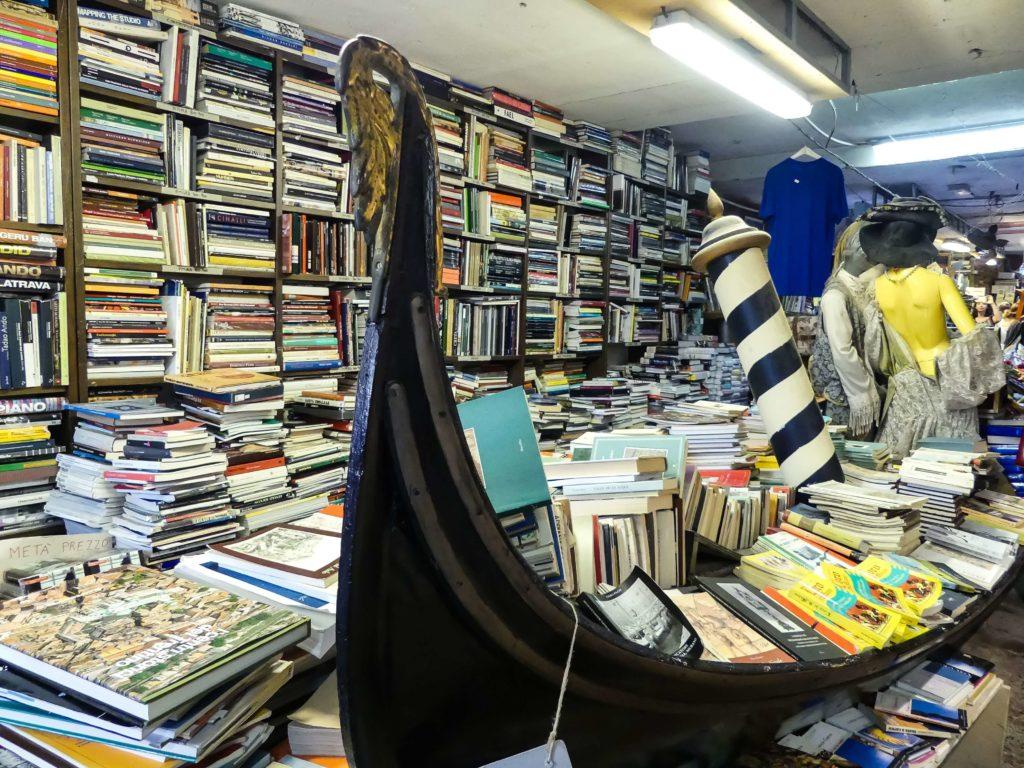 Der Buchladen Libreria Acqua Alta in Venedig