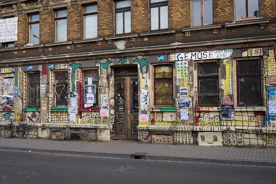 Graffiti an einem Gebäude in Plagwitz