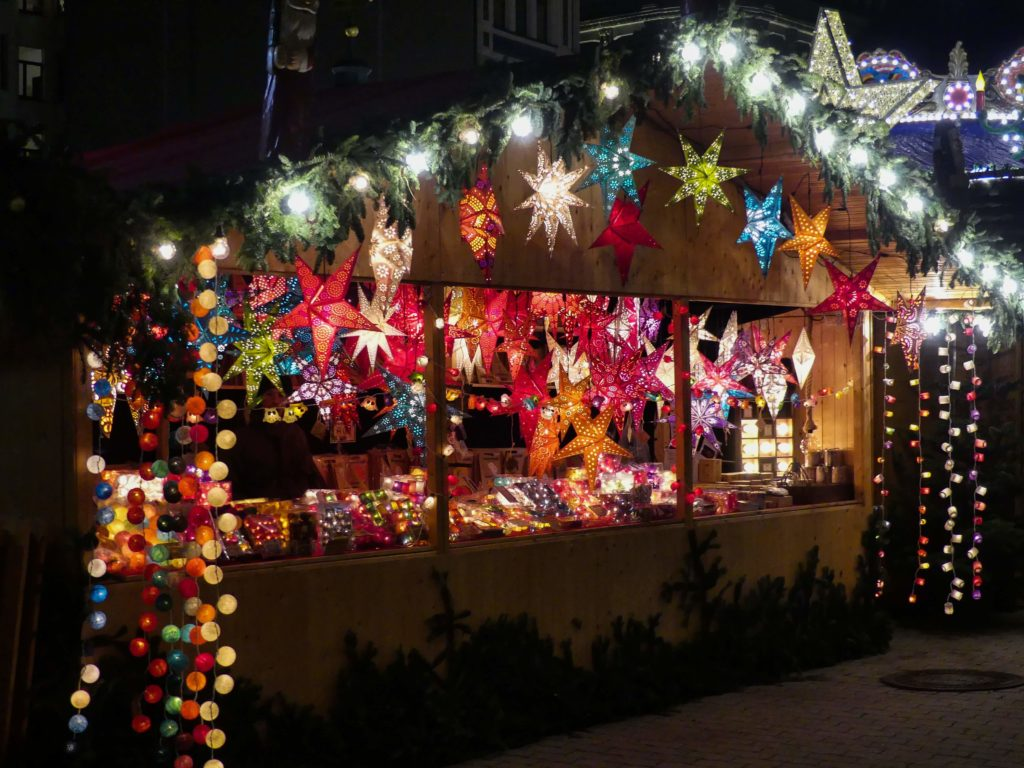 Bunte Hütte auf dem Leipziger Weihnachtsmarkt