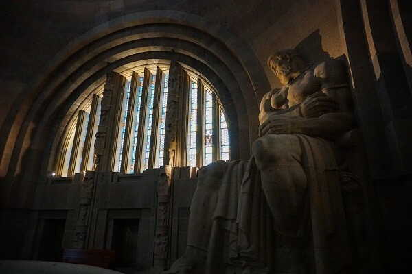 Statue im Inneren des Völkerschlachtdenkmals