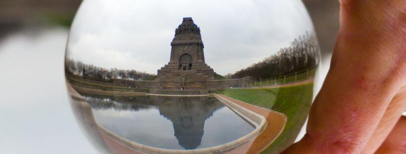 Völkerschlachtdenkmal Leipzig mit Lensball fotografiert