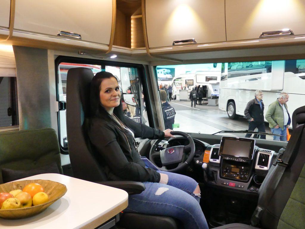 Maria im Wohnmobil CMT Urlaubsmesse Stuttgart