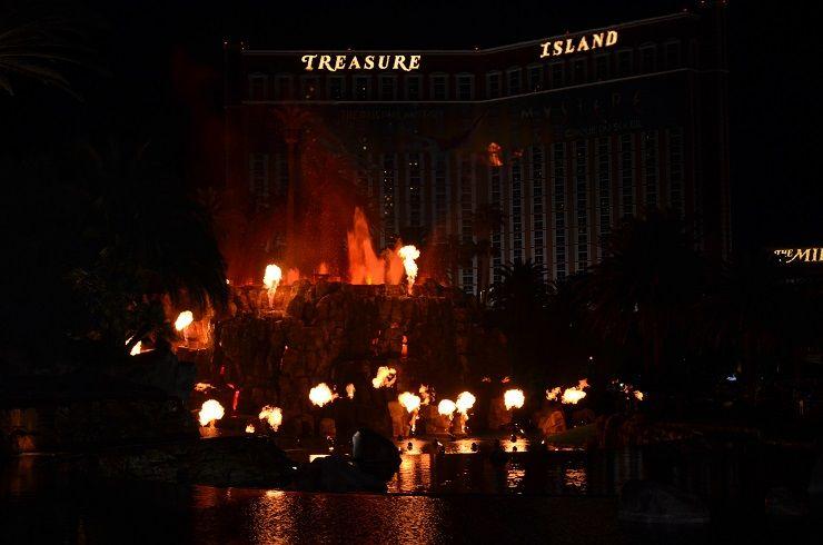 Der Treasure Island Vulcano ist eine kostenlose Sehenswürdigkeit in Las Vegas