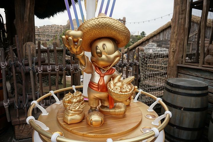 Goldene Micky Maus im Disney Sea in Tokio