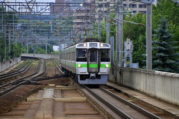 Zug der JR Line in Tokio
