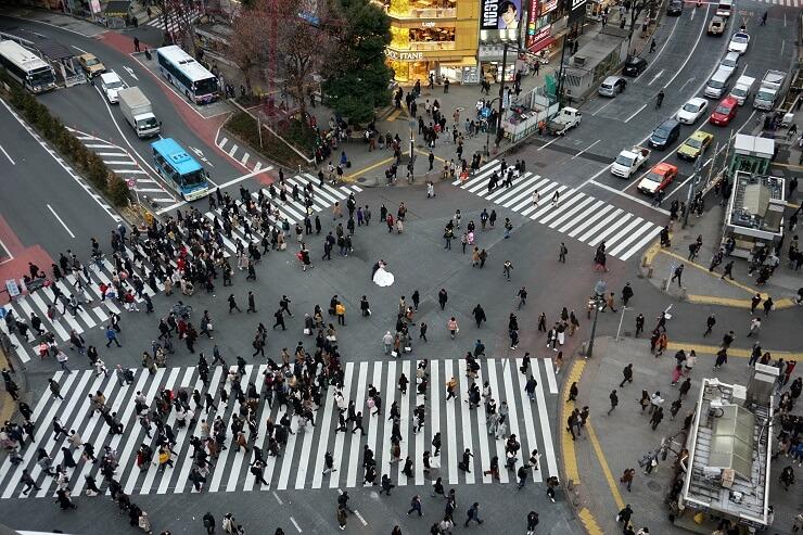 Hochzeitsfotoshooting an der Shibuya Kreuzung in Tokio