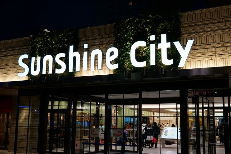 Eingang Sunshine City in Tokio