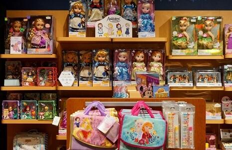 Disney Puppen in Disney Store in der Sunshine City Ikebukuro